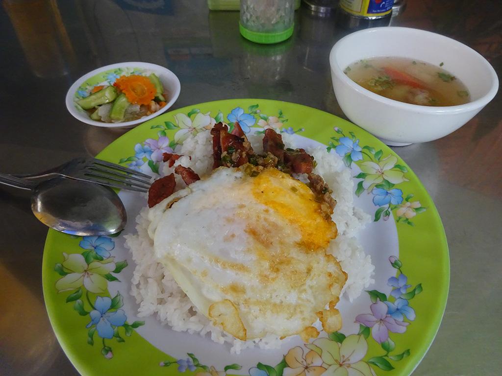 プノンペンでカンボジアの朝ごはん!色々ついてなんと1$!